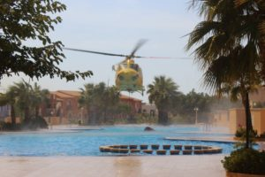 helicopter-water-refill-pueblo-de-la-paz-swimming-pool-5-sep-16-640x427